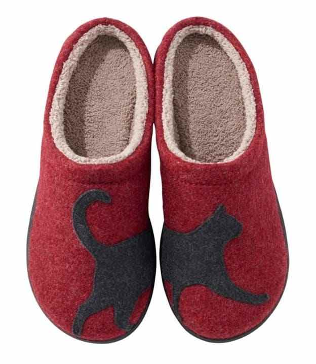 Red cat slippers for a Valentine's day