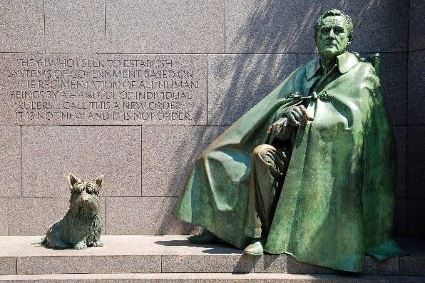 Fala and Franklin Roosevelt statue