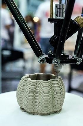 3D priting machine creating a pod